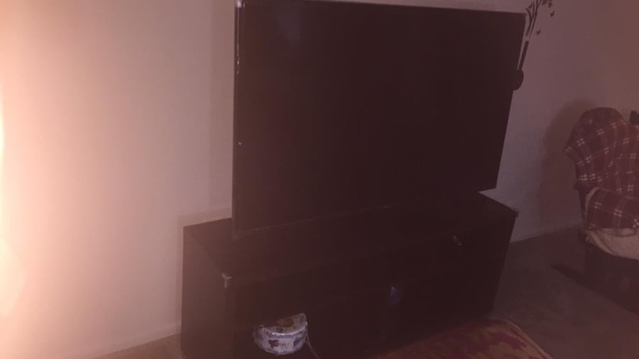 Samsung 60 inc smart tv  1080p with stand  1