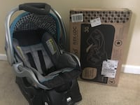 black and gray car seat carrier Green Cove Springs, 32043