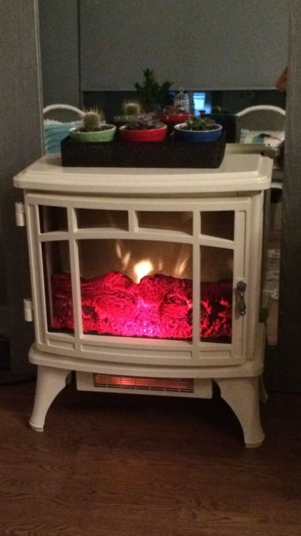MOVING SALE - leaving October - Electric fireplace style heater a2697968-ad73-48c8-b9f1-5bcdd7d80aca