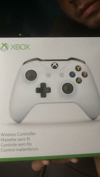Xbox one controller w/ 2yr warranty North Vancouver, V7M