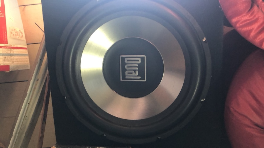 Photo 12 inch subwoofer in custom sub box