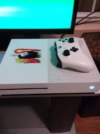 Xbox One S w/controller and games  Gaithersburg, 20879