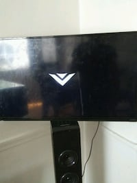 39 inch.Vizio i dont have the remote but tv works