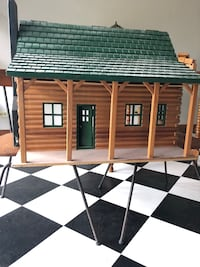 Wooden Doll House Winfield, 60190