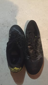 Adidas indoor soccer shoe size 9 Whitby, L1N 9R8