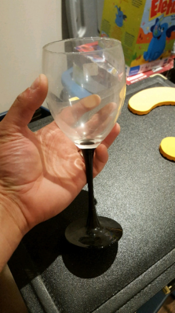 BRAND NEW Luminarc Wine Glasses