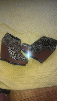 pair of brown leopard print wedge shoes Oakland, 94601