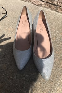 Shiny silver pumps - brand new worn once - size 9 Laval, H7X 3R6