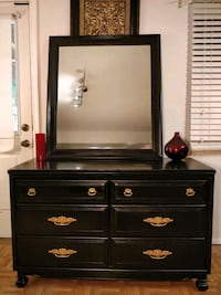 Like new solid wood dresser with mirror in very go Annandale, 22003
