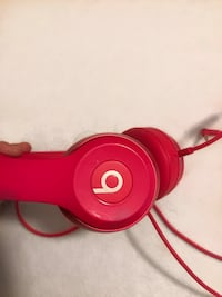 hot pink beats by dre (with wire) Leesburg, 20175