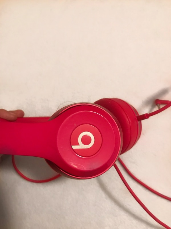 hot pink beats by dre (with wire)