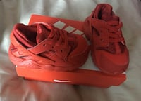 Pair of red nike huarache size 4 infant Virginia Beach, 23464