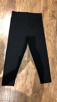 *NEVER WORN* M Black Leggings 560 km
