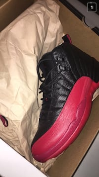 unpaired black and red Air Jordan 13 WASHINGTON