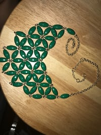 Green flower chunky necklace