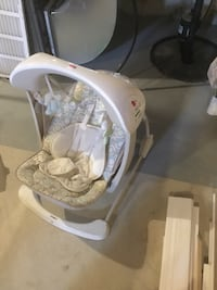 baby's white and gray cradle and swing Essa, L0M