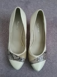 white Spring leather pointed-toe pumps London, N6E 2M5