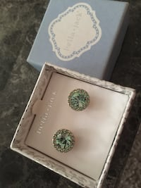 Pair of green stud earrings with box Portsmouth, 23701