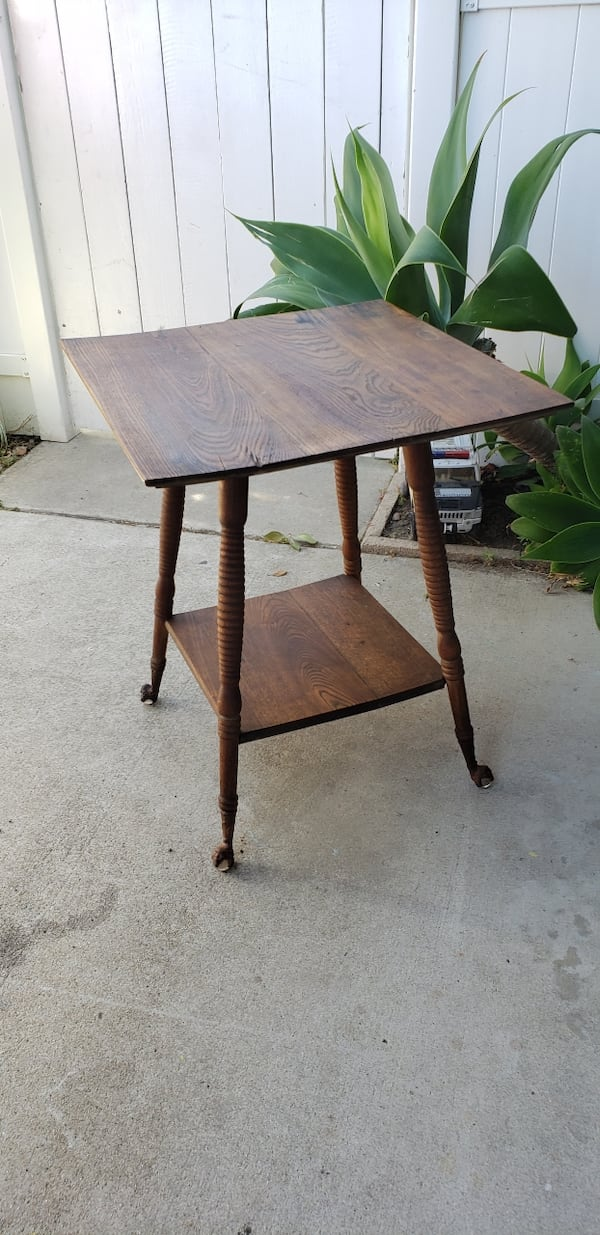 Antique ball and claw foot parlor oak table. 1900s-1930s collectible 68f3a67d-6503-4726-b534-090e1e94399b
