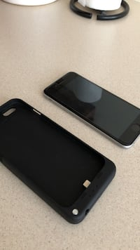 black iPhone 7 with case