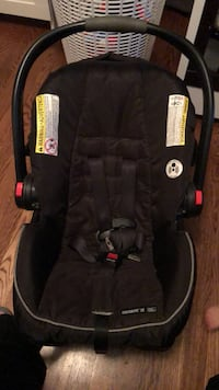 Graco Click Connect Car Seat with extra base  Westchester, 60154