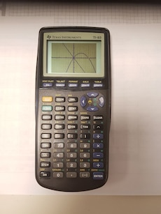 Svart Texas Instrument Ti-83