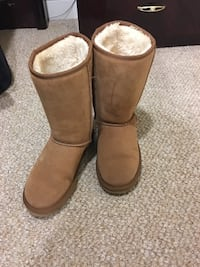 Women's UGG boots size 10 Woodbridge, 22192