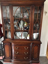 Brown wooden china cabinet Montréal, H4V 2N9