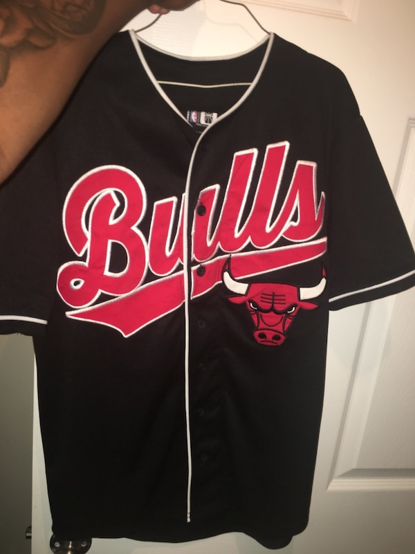 black and red Chicago Bulls jersey