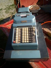 R.c allen cash register with keys.....