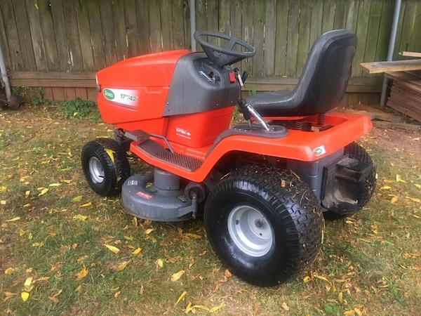 Lawnmower tractor
