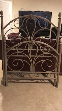 Cream wrought iron bed frame, size twin Leesburg, 20175
