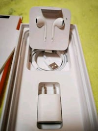 white Apple EarPods with case Washington, 20002