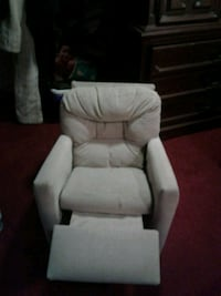 white fabric padded sofa chair London, N5Z 2W6