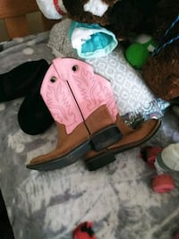 Girl's cowboy boots