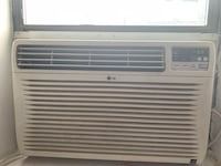 White lg window-type air conditioner 10,000 btu New York, 10009