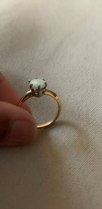 Yellow gold 18k and platinum ring with an opal gemstone Winnipeg, R3T 2H3