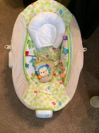 baby's white green and brown bouncer seat Norfolk, 23505