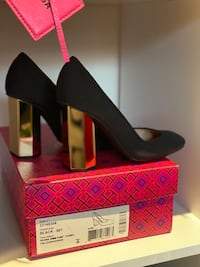 Tory Burch Limited Edition Gold Pump Size 6