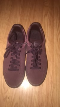 pair of brown low-top sneakers Harrison Township, 48045