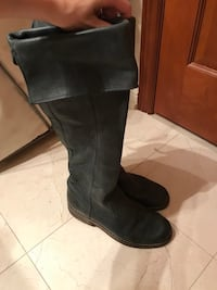 Roots authentic leather grey boots. Size 9. Slightly worn but still in great condition. You can wear them folded under the knee or unfold them to wear them over the knee. Very comfortable. Toronto, M4G 1N1