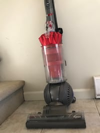 9/10 Dyson DC43 vacuum New Westminster, V3M 5L8
