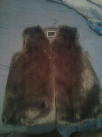 Grey faux fur VEST LARGE MOVING  SELL  EVERYTHING  Edmonton, T5B 3P5