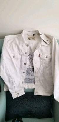 BNWT Outerwear Levi's White Embroidered Trucker Jacket, Men's sz M Vancouver, V6B