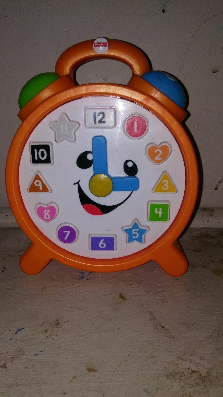 Photo Fisher-Price Learn Counting Colors Clock FOR $15