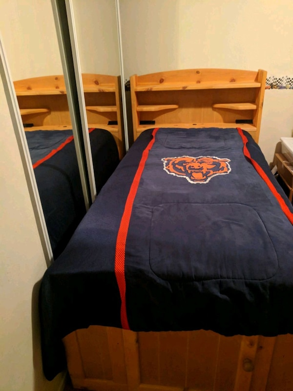 Two Twin Beds With Lots Of Storage