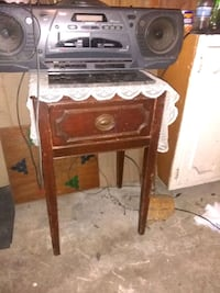 Small end table. Vintage  Belton, 64012