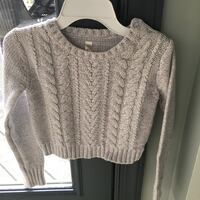 Girls size 10/12 gray sweater  Centreville, 20120
