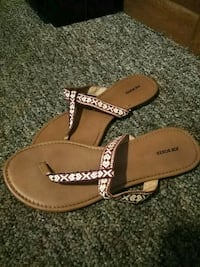 Womens flip flops only worn once. Great condition Erie, 16504