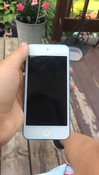 White ipod touch 5th gen St. Catharines, L2S